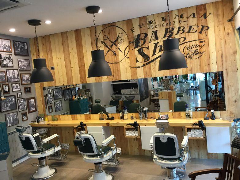 Barber shop brugherio bottega di alessandra payshop for Arredamento barbiere