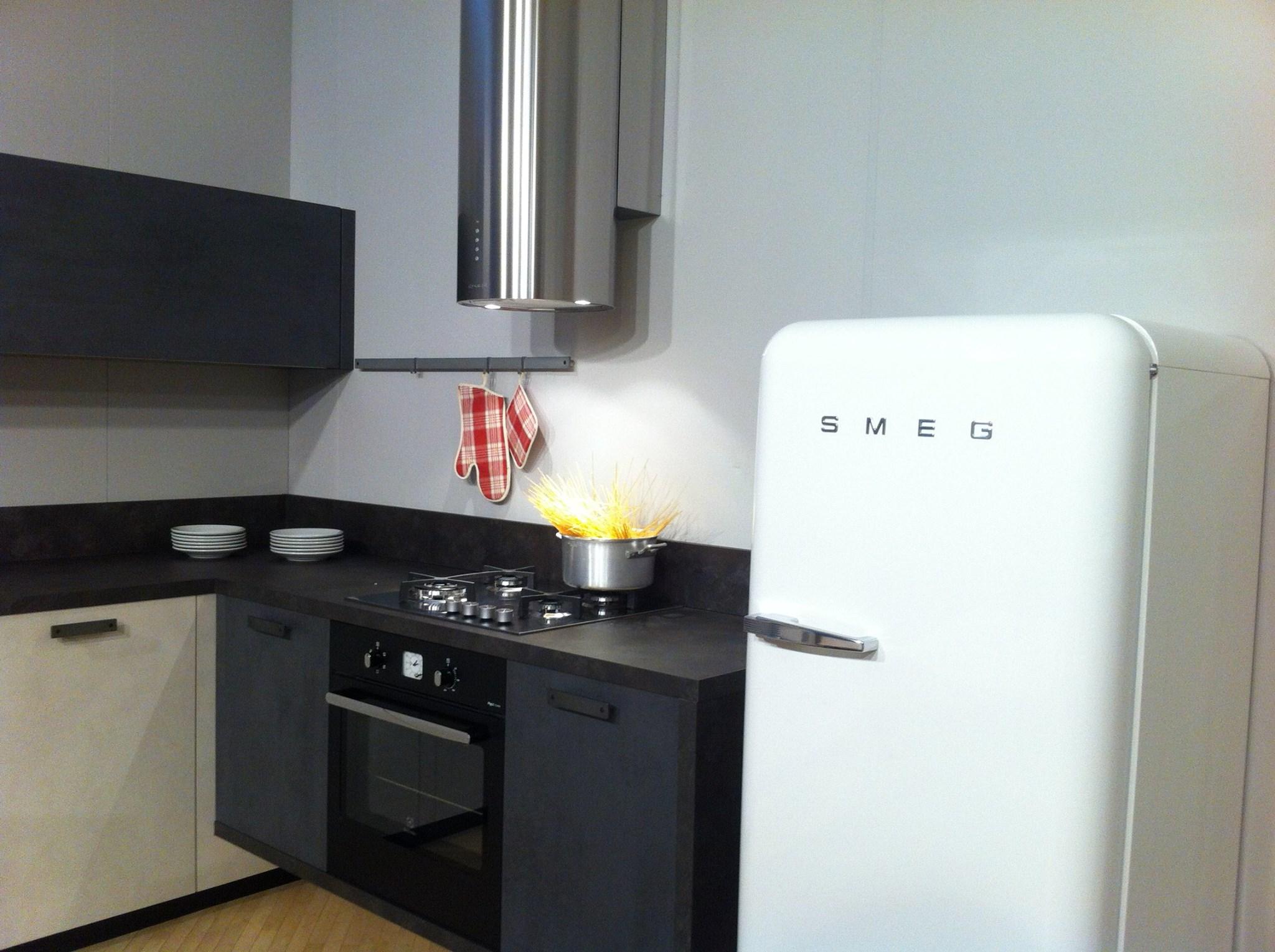 Nuova cucina con design metropolitano schio thiene for Rossi arredamenti
