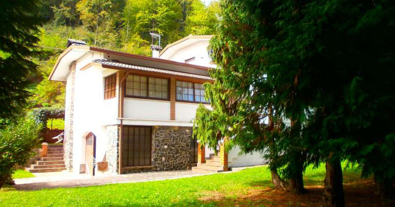 Vendita villino con mq di terreno in zona collinare - Casa base immobiliare ...