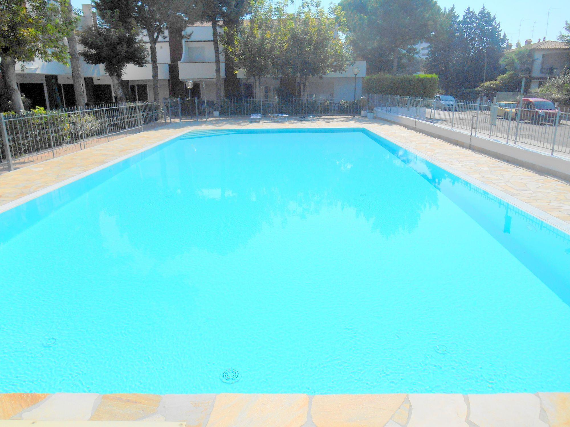Vendita villa con giardino e piscina lido delle for Compro casa bergamo