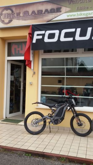 Moto elettrica SUR-RON da BIKE GARAGE