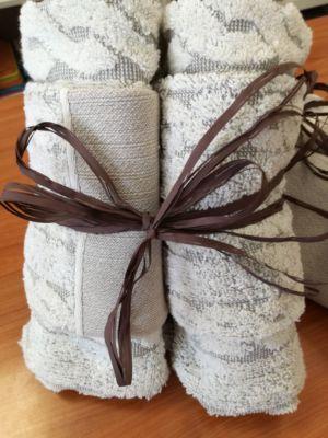 Regaliamo coppiola di asciugamani a tua scelta acquistando un competo lenzuola matrimoniale