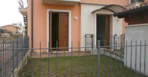 Cornedo, semicentrale, monolocale al piano terra con giardino e garage doppio va73
